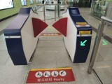 站内设有阔闸机供行动不便人士使用
